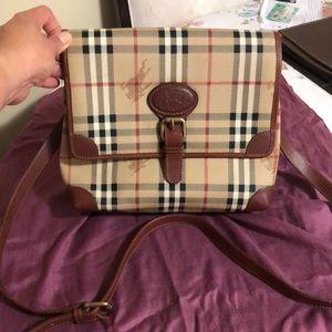 Vintage Authentic Burberry's sling bag.